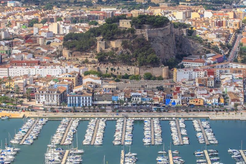 Luchtmening van het Spaanse kasteel en de haven van Denia royalty-vrije stock fotografie