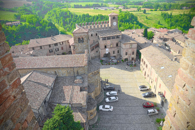Luchtmening van het vierkant van Castell'Arquato, middeleeuws dorp royalty-vrije stock afbeeldingen