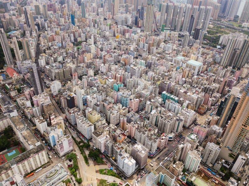 Luchtmening van Hong Kong-flats op cityscape achtergrond onderzoek stock afbeelding