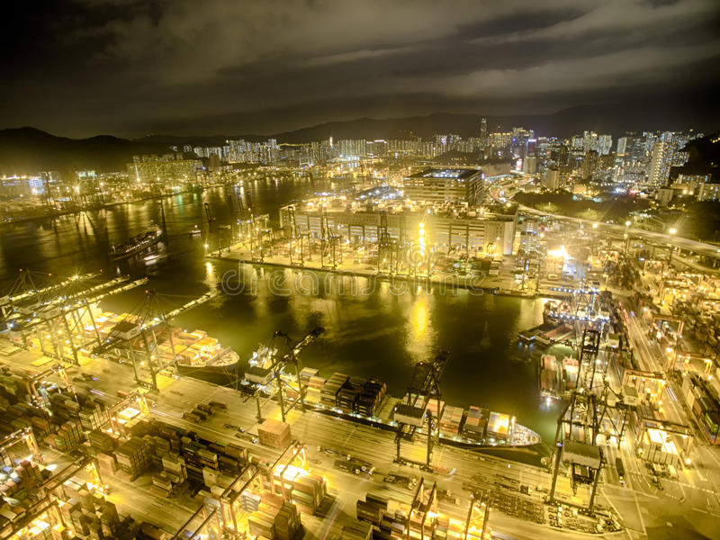 Luchtmening van Hong Kong Night Scene, Kwai Chung, Victoria Harbour, de Brug van Stonecutters royalty-vrije stock foto