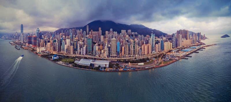 luchtmening van Hongkong de stad in Financieel district en busine stock afbeeldingen