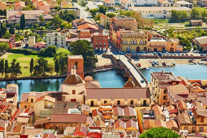 Luchtmening van kleurrijke huizen in Bosa, Sardinige, Italië royalty-vrije stock fotografie