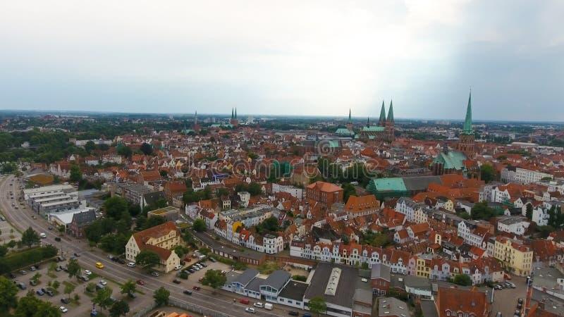 Luchtmening van Lübeck bij zonsondergang, Duitsland royalty-vrije stock foto