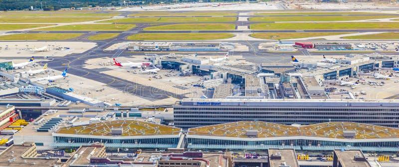Luchtmening van Luchthaven Frankfurt met terminal 1 royalty-vrije stock fotografie