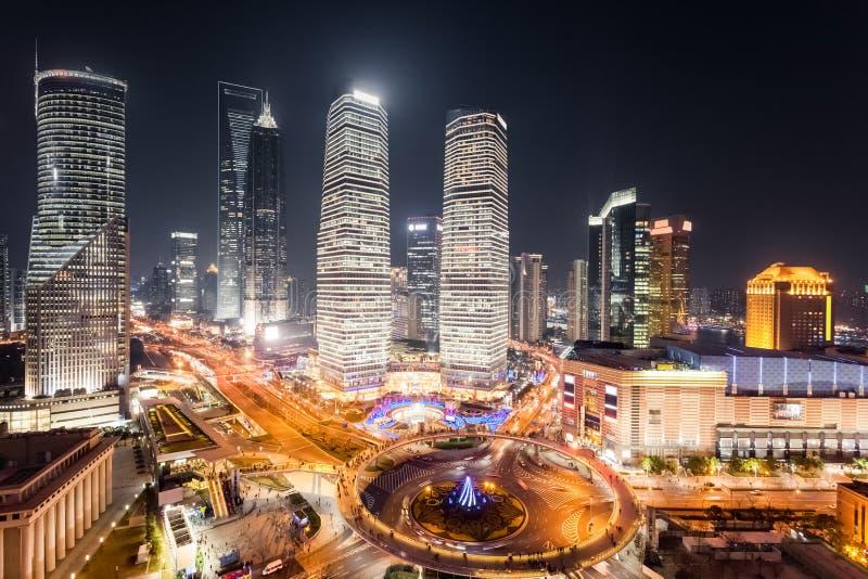 Luchtmening van lujiazui van Shanghai bij nacht stock fotografie