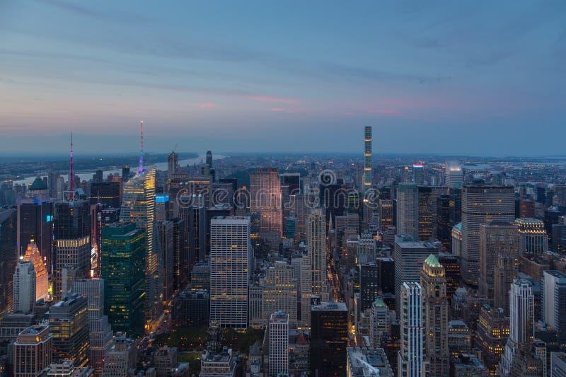 Luchtmening van Manhattan bij nacht, New York stock afbeelding