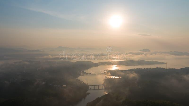 Luchtmening van Mon-Brug in Sangkhlaburi Kanchanaburi thailand royalty-vrije stock fotografie