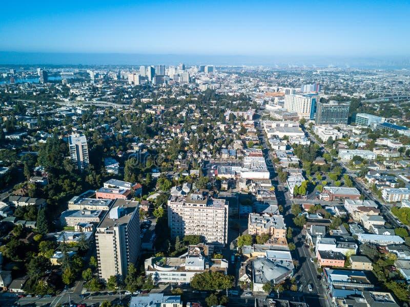 Luchtmening van Oakland van de binnenstad royalty-vrije stock foto