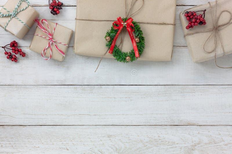 Luchtmening van ornamenten en decoratie Vrolijke Kerstmis en Gelukkig Nieuwjaar royalty-vrije stock afbeeldingen