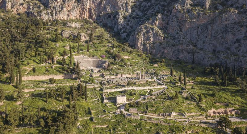 Luchtmening van Oud Delphi, het beroemde heiligdom in Centraal Griekenland stock afbeeldingen