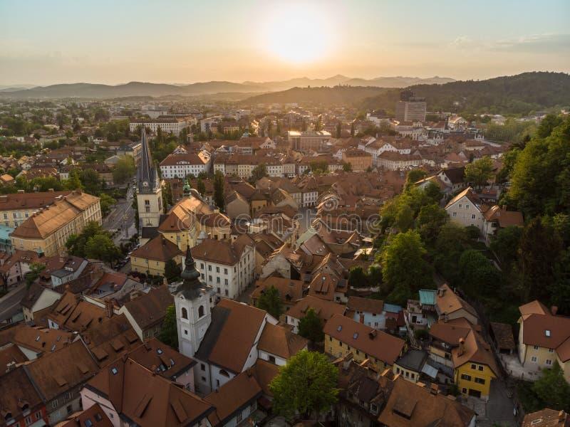 Luchtmening van oud middeleeuws stadscentrum van Ljubljana, hoofdstad van Slovenië royalty-vrije stock foto