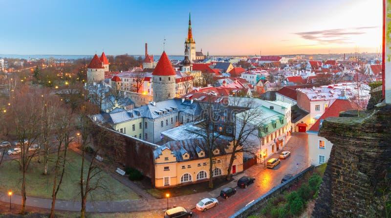 Luchtmening van oude stad in Tallinn, Estland royalty-vrije stock foto's