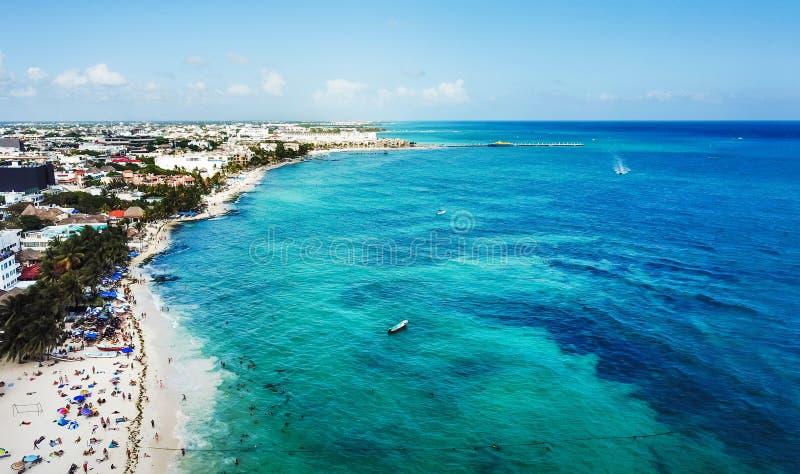 Luchtmening van Playa del Carmen openbaar strand in Quintana-roo, me stock afbeelding