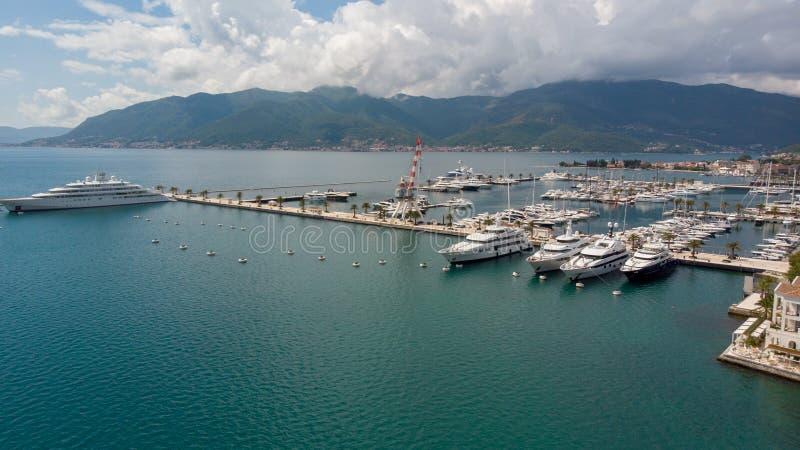 Luchtmening van Porto Montenegro Jachten in de zeehaven van Tivat-stad Kotorbaai, Adriatische overzees De beroemde Bestemming van royalty-vrije stock afbeeldingen