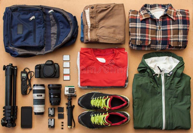 Luchtmening van reizigers` s toebehoren, Essentiële vakantiepunten, de achtergrond van het Reisconcept stock foto's
