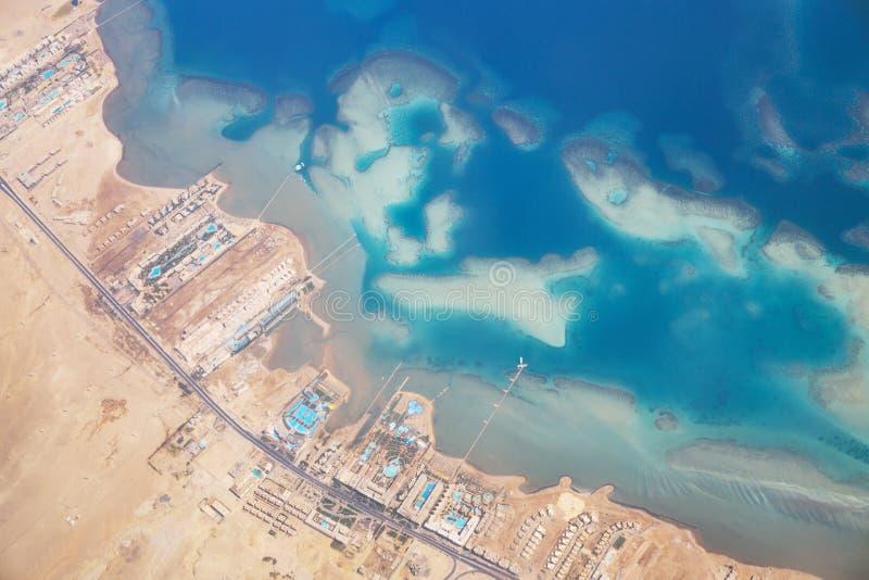 Luchtmening van Rode Overzeese kustlijn en zandeilanden royalty-vrije stock afbeeldingen