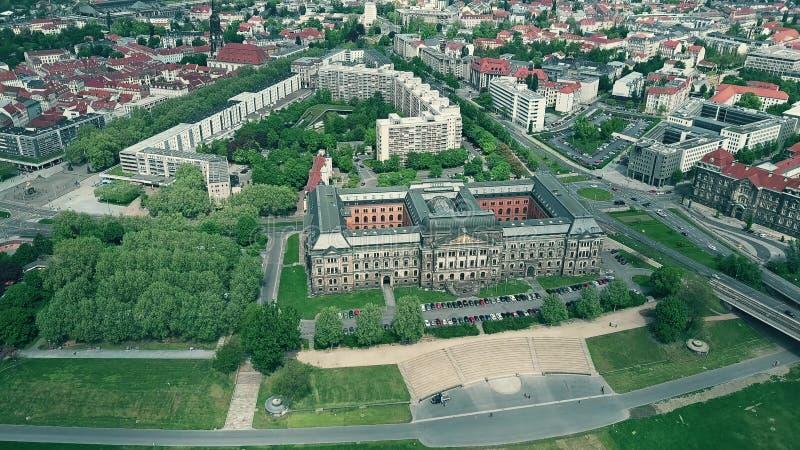 Luchtmening van Sachsisches Staatsministerium der Finanzen of het Saksische Ministerie van de Staat van Financiën in Dresden, Dui stock afbeeldingen