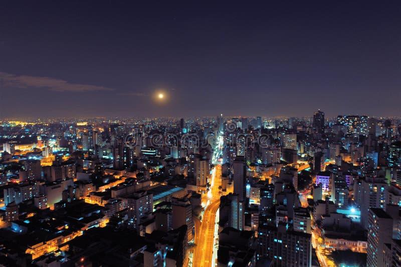 Luchtmening van Stad bij Nacht São Paulo, Brazilië royalty-vrije stock foto's