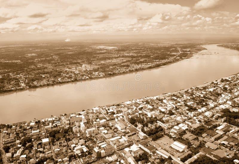 Luchtmening van Stad langs de Mekong rivier Retro stijl stock foto's