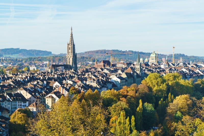 Luchtmening van stad met Munster gotische kathedraal, Bern, Switzer stock afbeelding