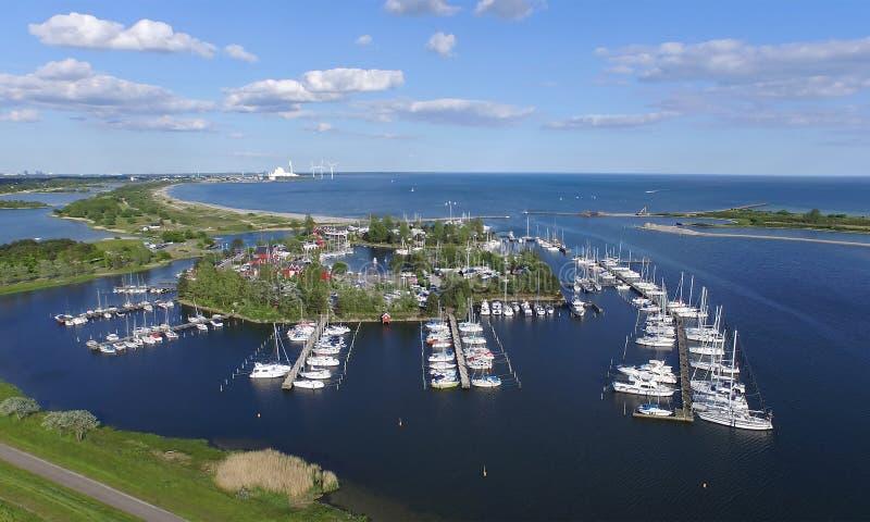 Luchtmening van Vallensbaek-haven, Denemarken stock fotografie