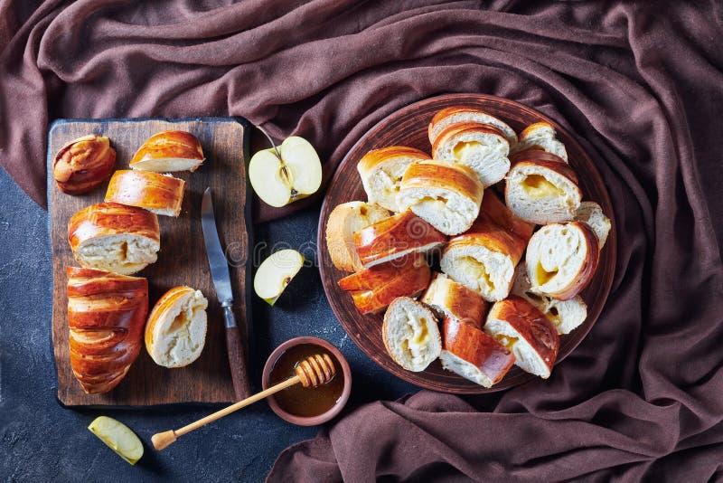 Luchtmening van vers gebakken zoete broodjes royalty-vrije stock afbeeldingen