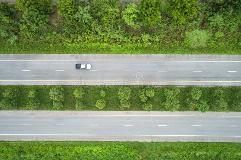 Luchtmening van Vliegende Hommel De hoogste weg van het meningsasfalt in midd royalty-vrije stock foto