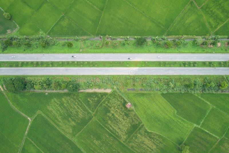 Luchtmening van Vliegende Hommel De hoogste weg van het meningsasfalt in midd royalty-vrije stock foto's