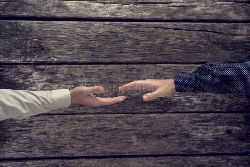 Luchtmening van zakenman twee ongeveer om handen te schudden royalty-vrije stock fotografie