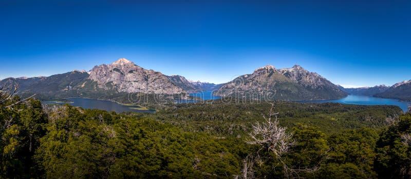 Luchtmening vanuit Cerro Llao Llao gezichtspunt in Circuito Chico - Bariloche, Patagonië, Argentinië stock fotografie