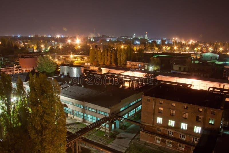 Luchtnachtmening van industriezone stock foto's