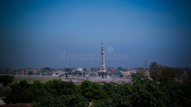 Luchtpanorama aan minar-e-Pakistan, symbool van onafhankelijkheid van Pakistan Lahore stock foto's