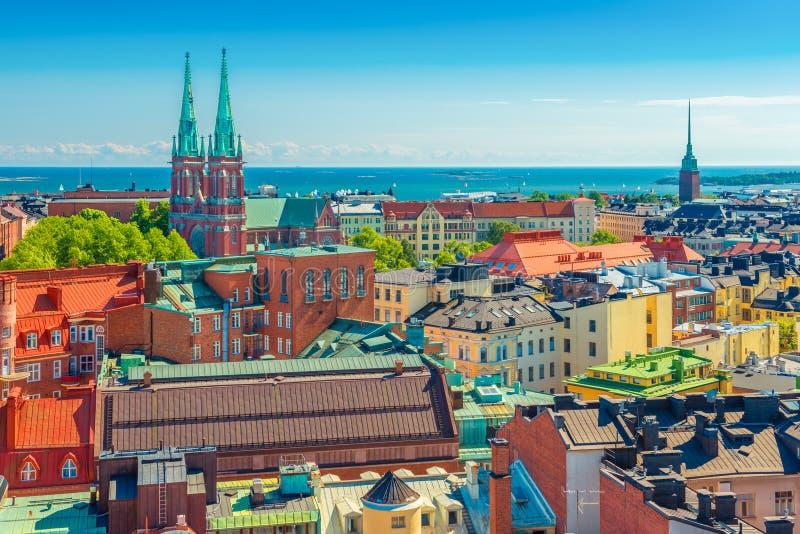 Luchtpanorama van Helsinki Cityscape van de Hoofdstad van Finland met Oostzee op de achtergrond stock afbeelding