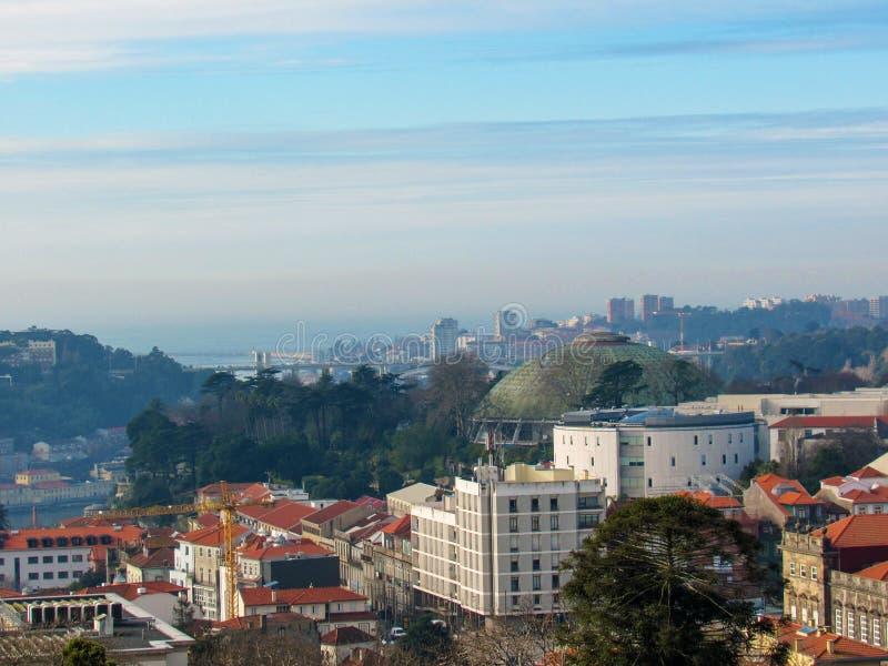 Luchtpanorama van Porto met rode betegelde daken in Portugal, de bestemming van de de reisroeping van de Stadsonderbreking in Eur royalty-vrije stock afbeelding