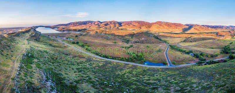 Luchtpanorama van uitlopers bij Fort Collins stock fotografie