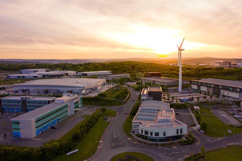 Luchtschot van het gevorderde verwerkende onderzoekscentrum Sheffield Genomen tijdens een mooie zonsondergang in Mei 2019 royalty-vrije stock foto's