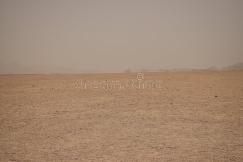 Luchtspiegeling in de woestijn royalty-vrije stock afbeelding