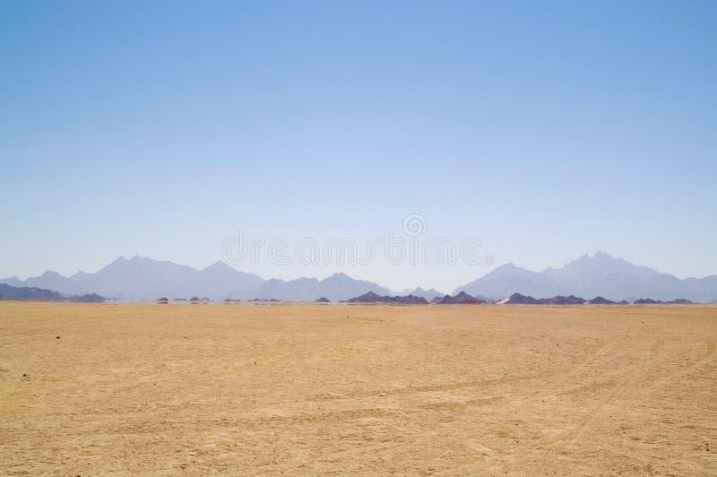 Luchtspiegeling in woestijn royalty-vrije stock afbeeldingen