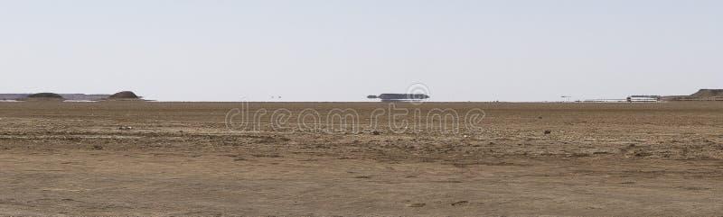 Luchtspiegeling in woestijn stock afbeelding
