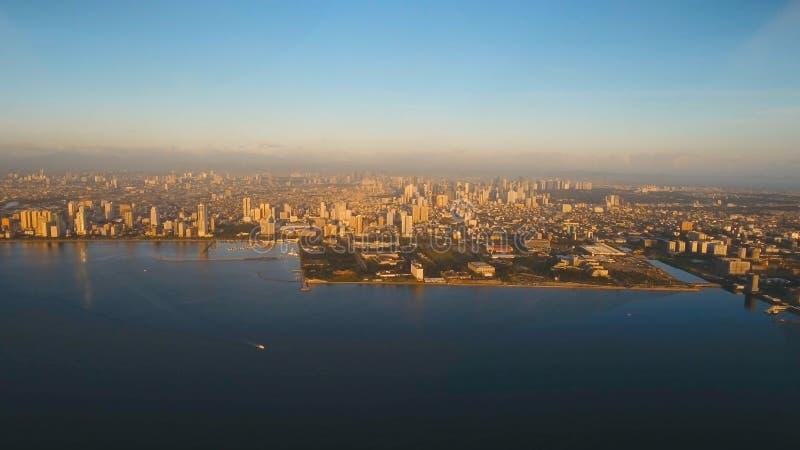 Luchtstad met wolkenkrabbers en gebouwen Filippijnen, Manilla, Makati stock afbeelding