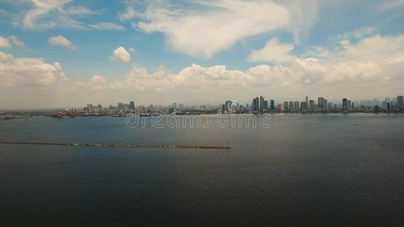 Luchtstad met wolkenkrabbers en gebouwen Filippijnen, Manilla, Makati stock afbeeldingen