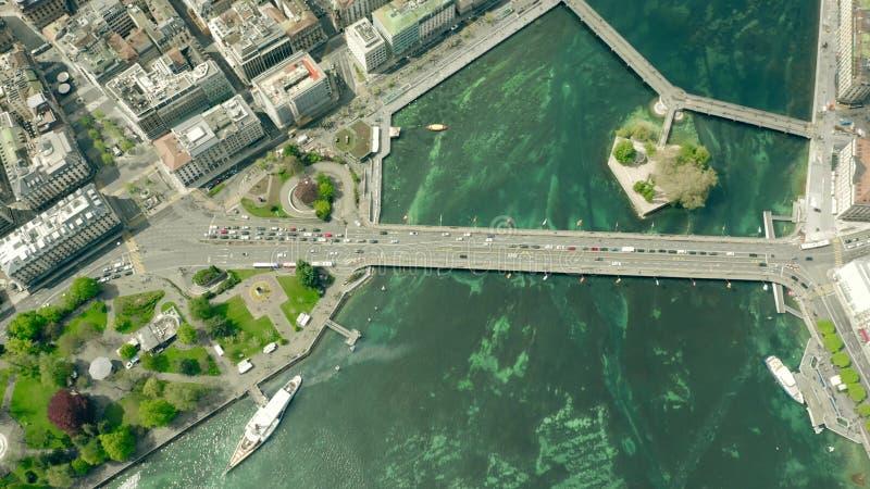 Luchttop down mening van beroemd Mont Blanc Bridge in Genève, Zwitserland stock foto