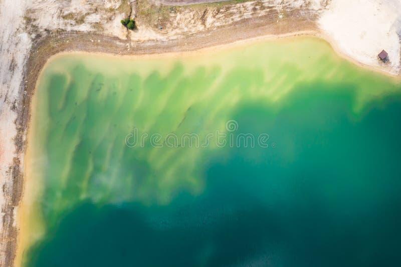 Luchttop down mening van mooie groene wateren van meer polen royalty-vrije stock foto's