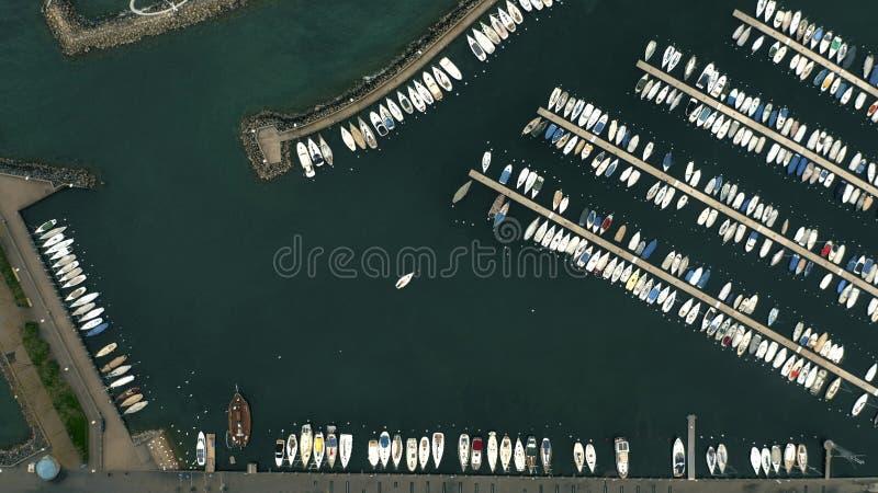 Luchttop down mening van zeilboten in meerjachthaven Lausanne, Zwitserland royalty-vrije stock foto