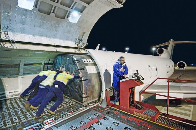 Luchtvrachtlading op Boeing 727 stock afbeelding