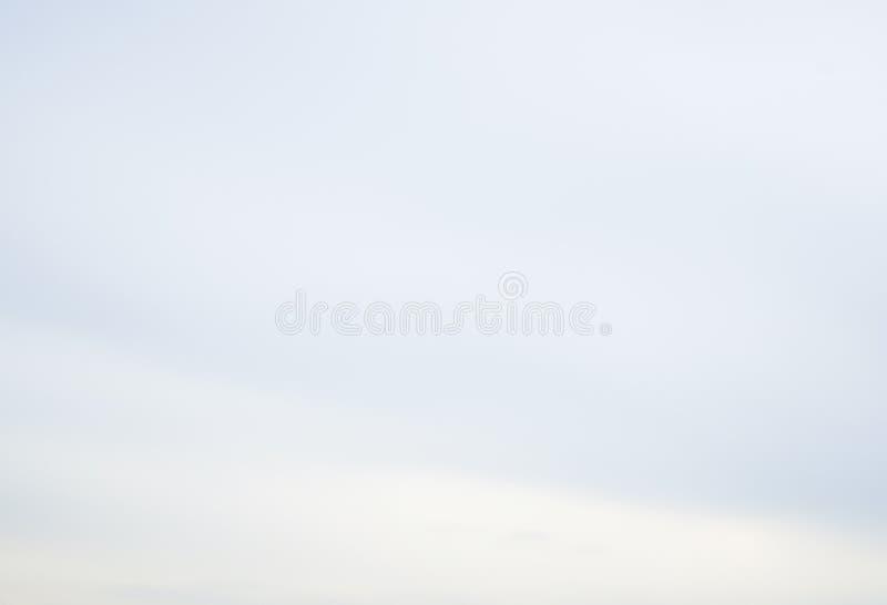 Luchtwolken in de blauwe hemel stock foto