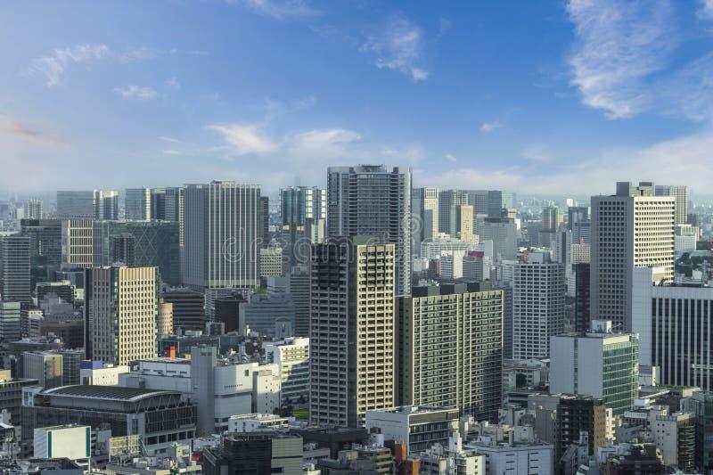 Luchtwolkenkrabbermening van de bureaubouw en de stad in en citys royalty-vrije stock foto's
