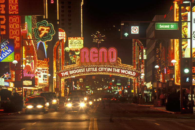 Luci al neon alla notte a Reno, NV fotografie stock libere da diritti