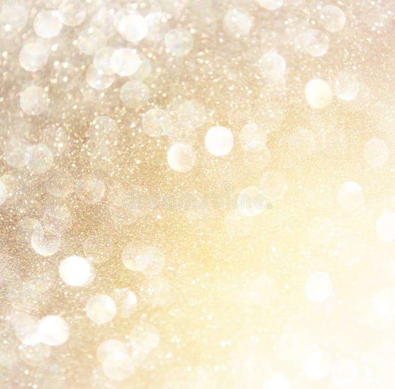 Luci astratte bianche del bokeh dell'oro e dell'argento Priorità bassa Defocused immagine stock