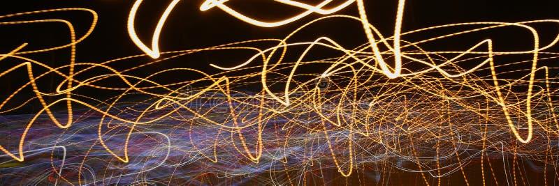 Luci astratte del fondo di una città di notte immagini stock